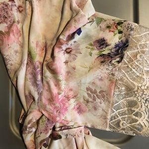 Other - Floral robe